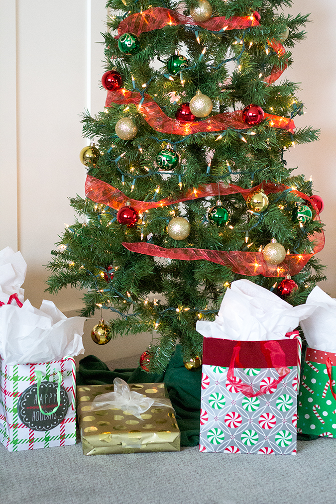 Christmas decor, white home, white house, white house during Christmas, cute Christmas decorating ideas, Christmas decorations, cute home during holidays