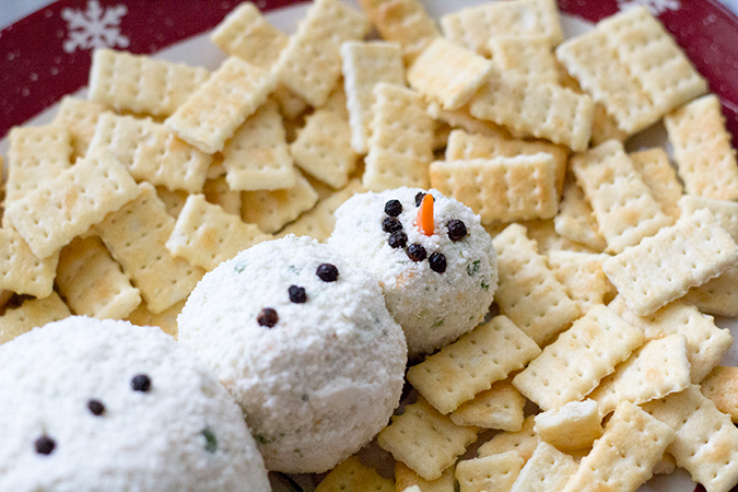 Snowman cheese ball, ranch cheese ball, winter appetizers, best appetizers, appetizer recipes, best cheese ball recipe