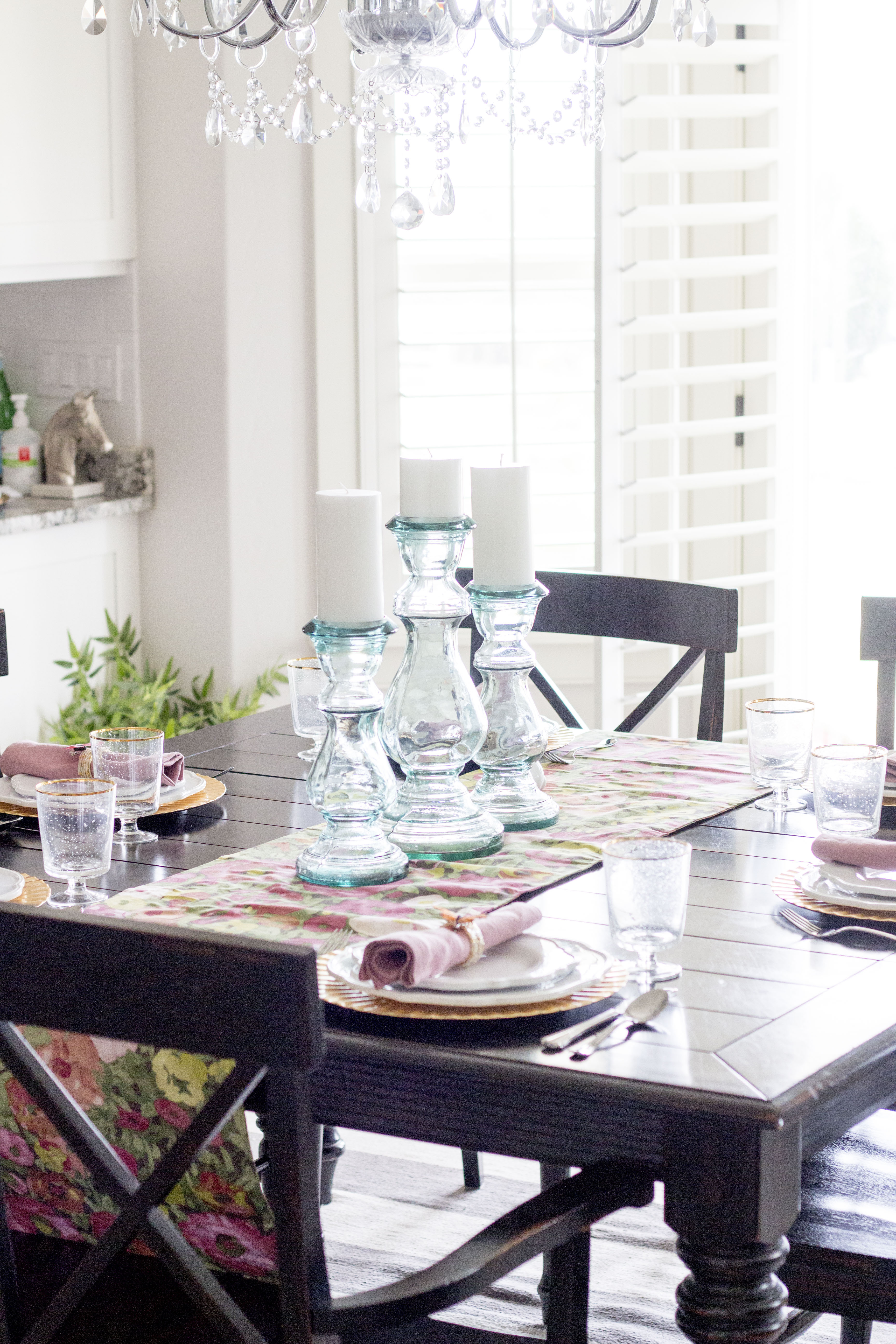A Beautiful Easter Table Setting